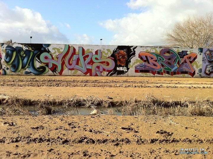Graffiti de oral wins rezo y bram en gava barcelona for Trabajo en gava